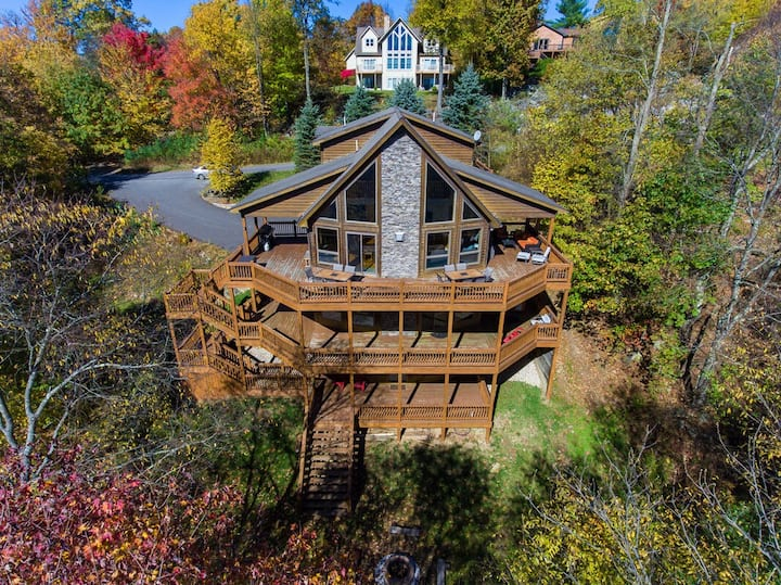 Lake Access Home w/Hot Tub, Fire Pit, & Community Amenities!