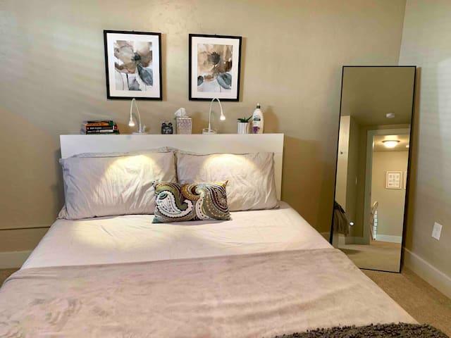 Queen tuft and needle bed! Mirror! Dresser. Hangers.