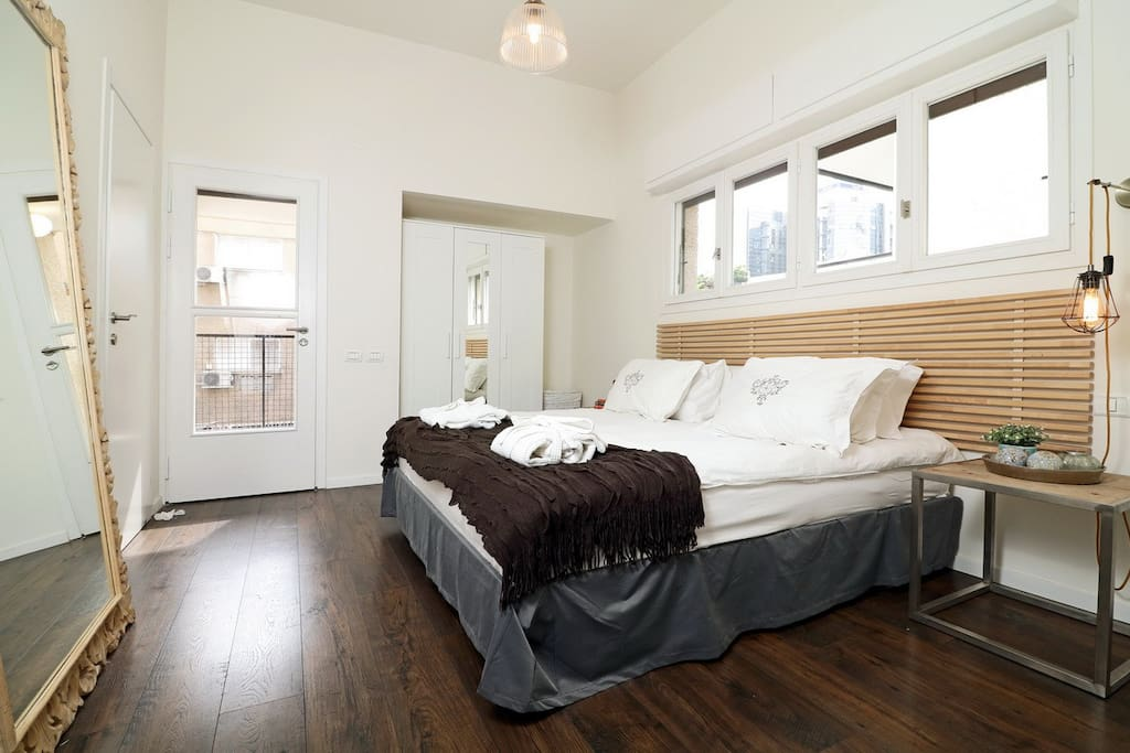 The second bedroom is also fitted with a queen size bed and has access to the balcony. All of the rooms are very sunny and are fitted with wooden floors.