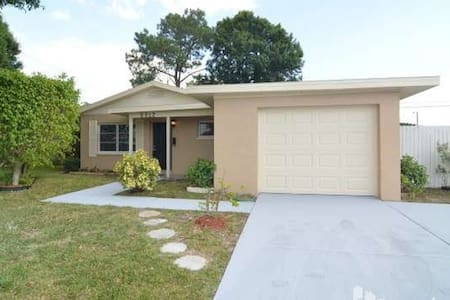 National Championship house for family or group - Pinellas Park