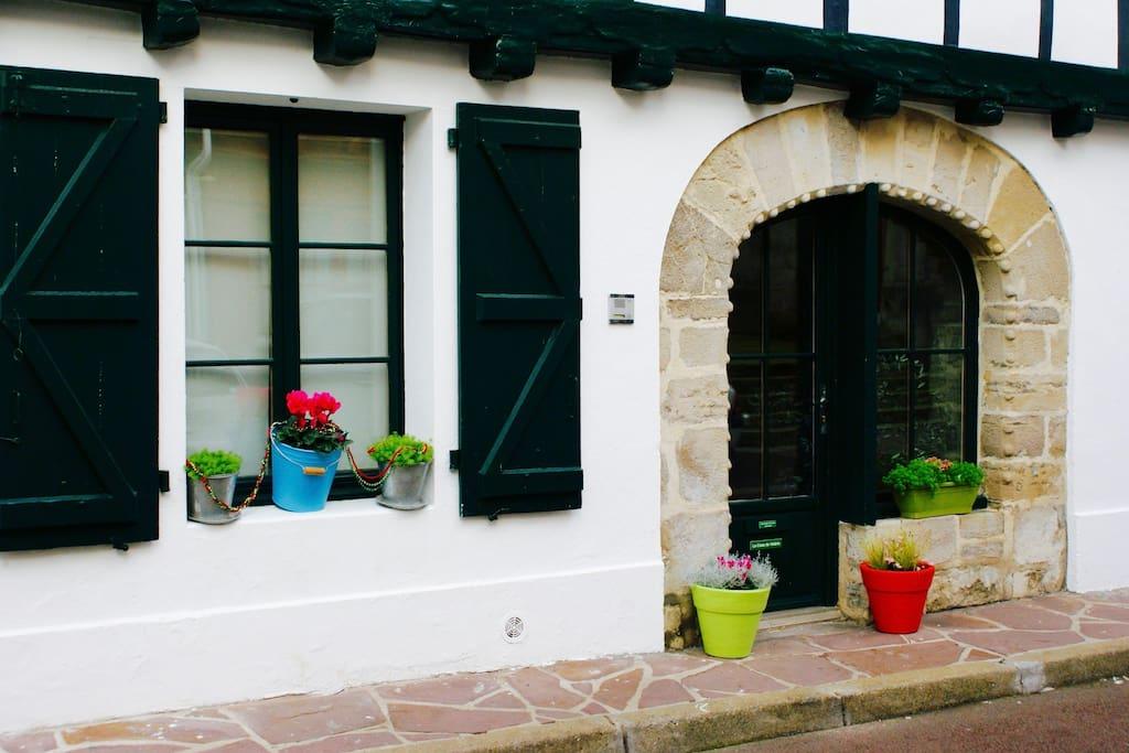 maison traditionnelle vue sur saint jean de luz maisons louer ciboure nouvelle aquitaine. Black Bedroom Furniture Sets. Home Design Ideas