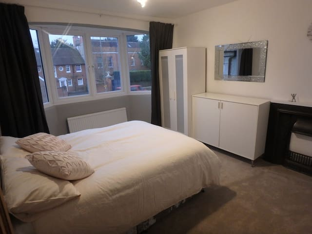 Epsom Luxury Double Room to let - Epsom