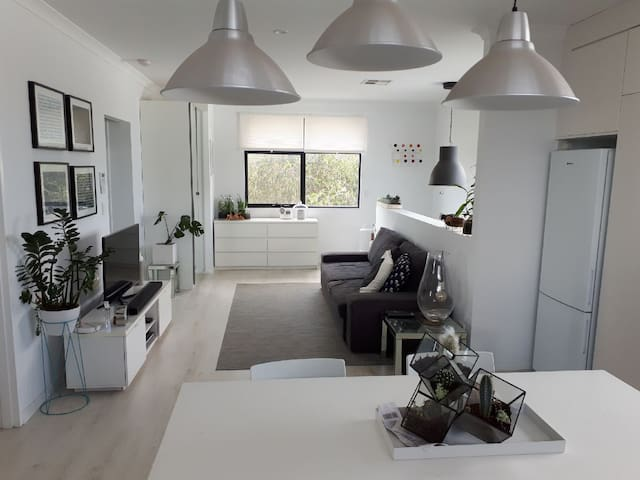 Inner City 2 bedrooms house with free car park.