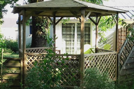 """Gite """"Le nid d'hirondelles"""" avec jardin"""