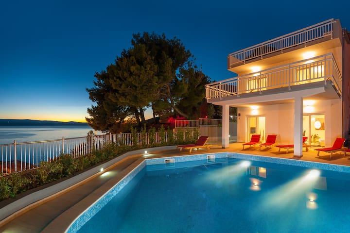 Magnificent Villa with Pool,Sea View,BBQ,Sauna...