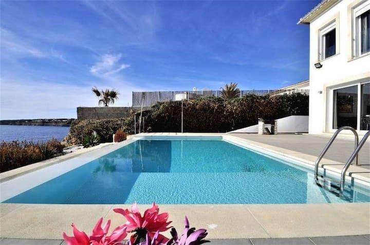 Excellent seafront villa in Cala Pi