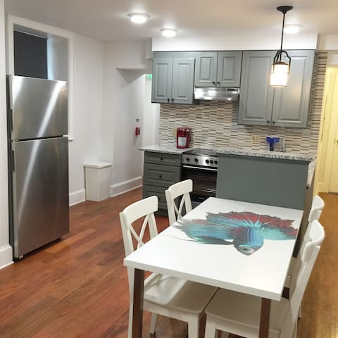 Modern 2 Bedroom Apt @ City Center Rittenhouse