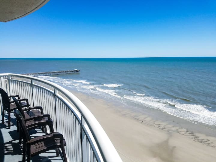 2 BR/2BA Oceanfront Condo at Sandy Beach - 1612!