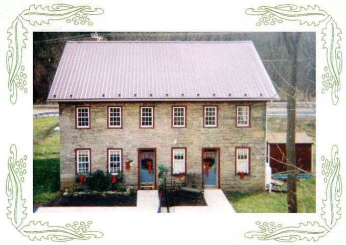 Historic Stone House Lodging - Inn Keeper's Suite