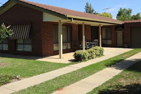 Barwon House close to the Murray River - Corowa - Hus