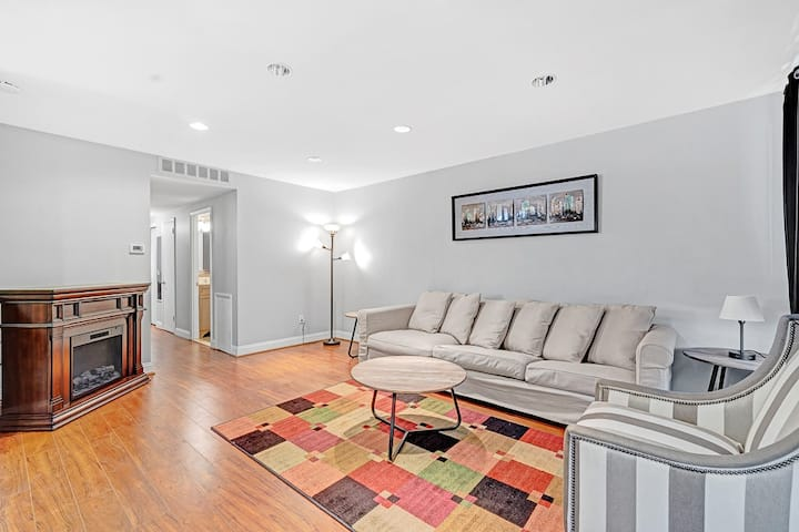 The Getaway Pad - Spacious Trendy Philly Flat