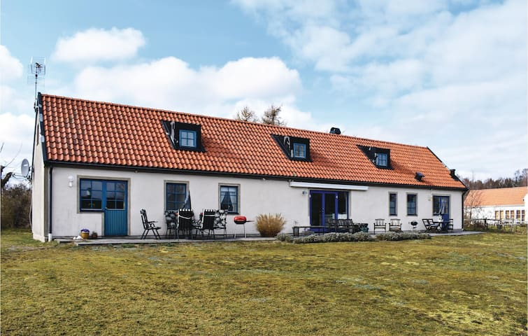 Semi-Detached with 1 room on 40m² in Borrby