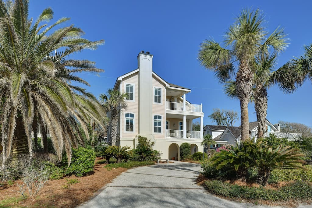 Wolfe Cottage - Beach Views, Private Pool, Billiards, East Beach