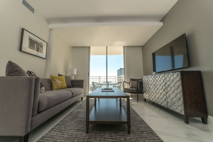 Downtown Brickell Luxurious Apartment