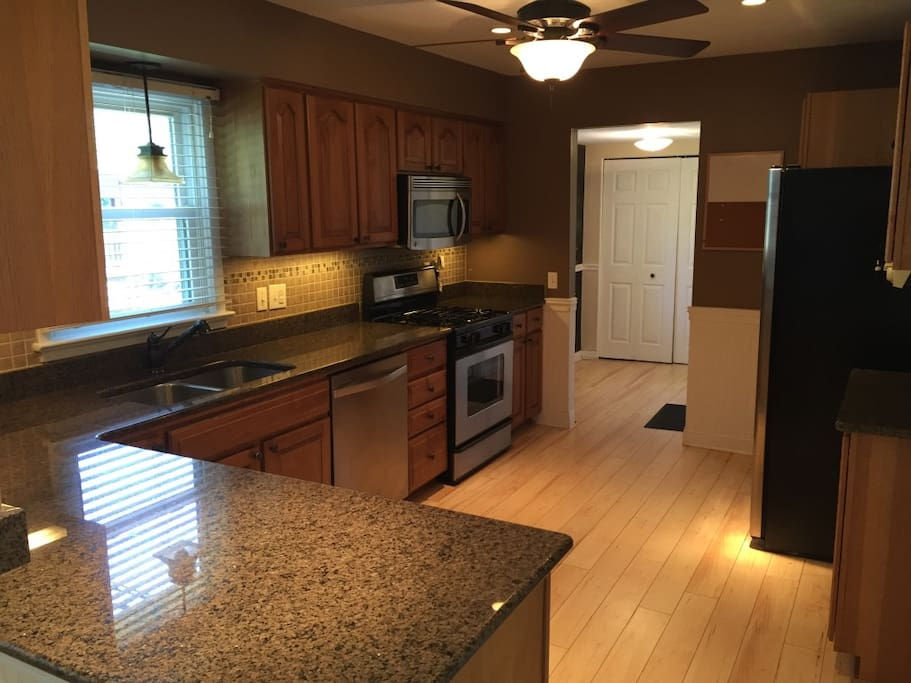 Updated Kitchen w Stainless Appliances