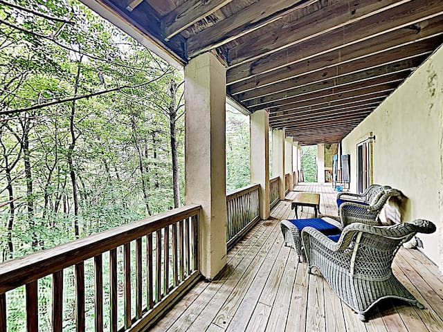 New Listing! Tranquil Mountain Retreat w/ Studio