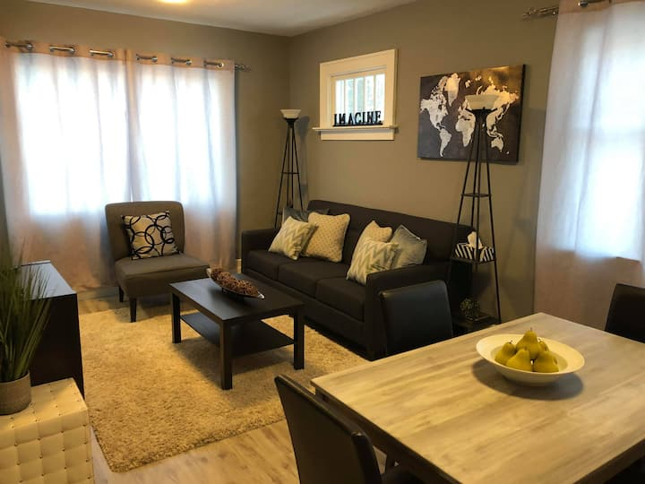 Cozy 2 Bedroom Suite - Your Home Away From Home