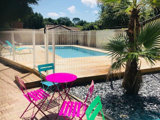 Maison de charme pour 8 PERSONNES avec piscine