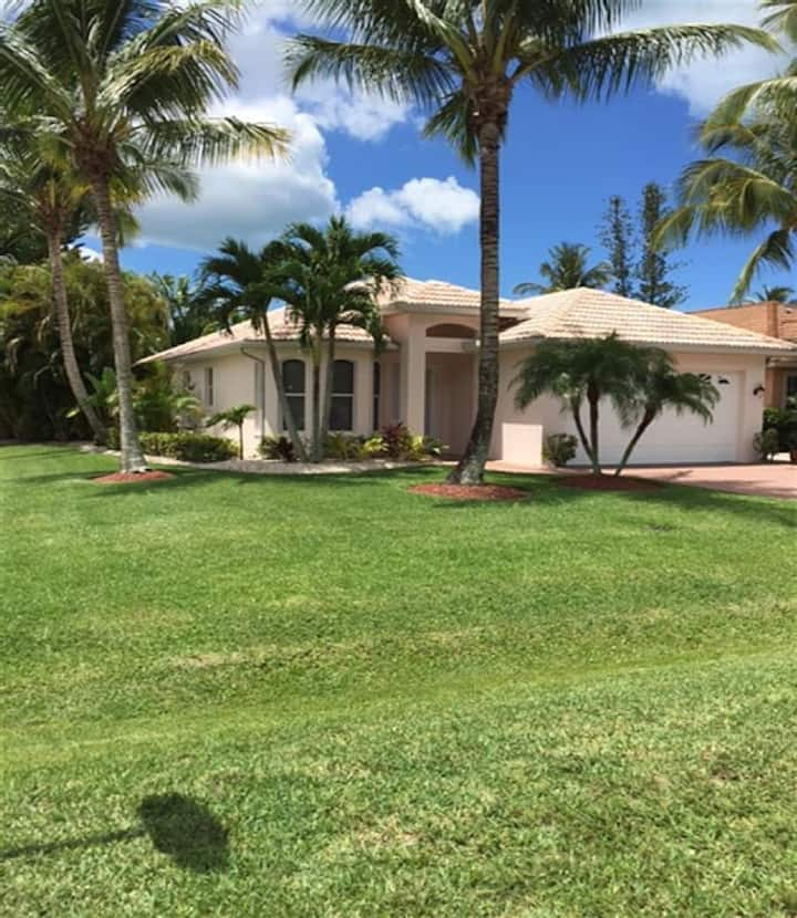 2020 & 2021  20% Off 4 bdrm Pool Walk To The Beach