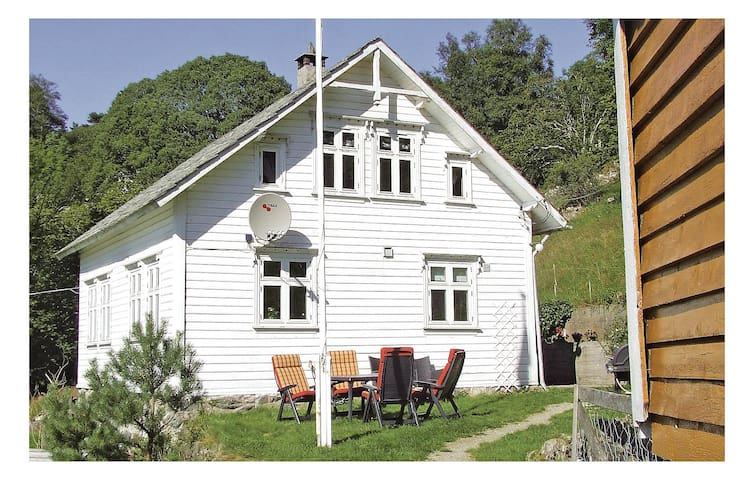 Holiday cottage with 4 bedrooms on 90 m² in Finnås