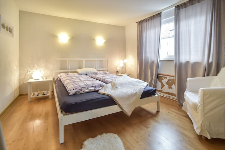 Lebensfrohe Wohnung nahe Uni Stuttgart/Vaihingen - Stuttgart - Apartment