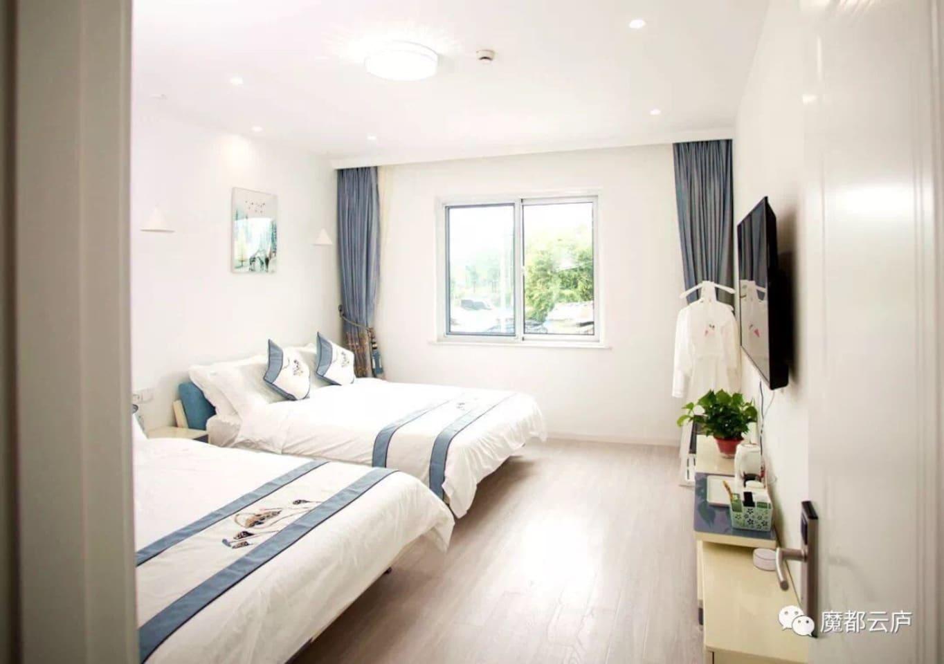 二楼莫兰迪双床房,每张床位一米五,配备慕思床垫。