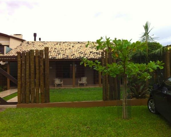 Uma casinha na praia com varanda a sua disposição - Arroio do Sal - House