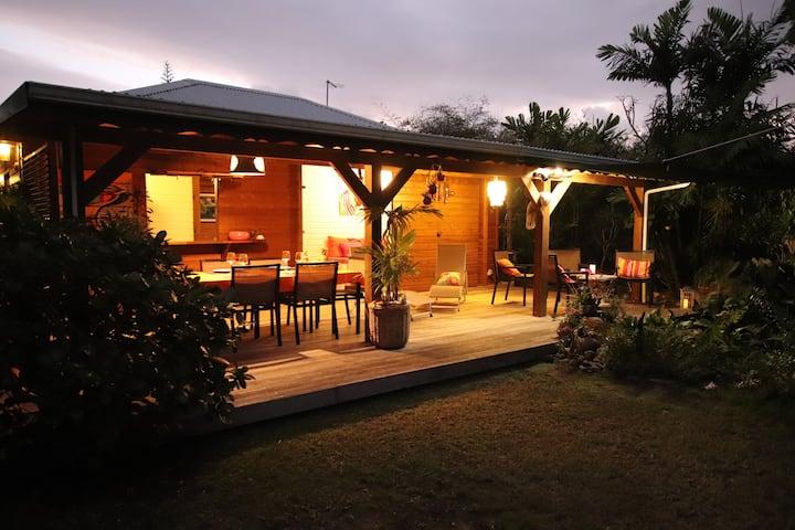 Jolie villa neuve avec jardin d'eau