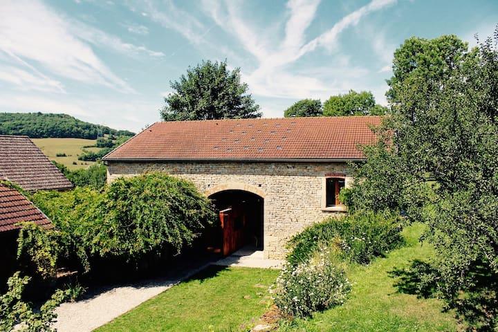 Dhom - A Modern Loft in a Classic Barn