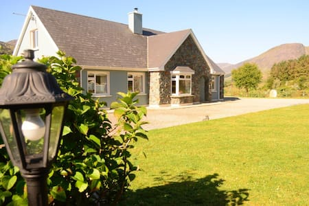 A beautiful bungalow in a magical place . - Killarney