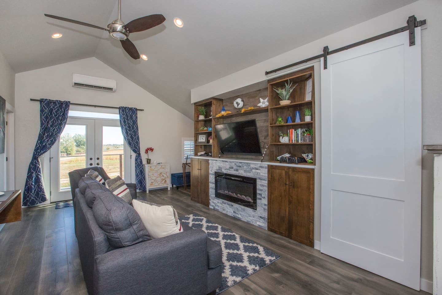 Welcome to the Bird House. A cozy studio loft, with everything you need for a night or a month. Out the french doors is a 20' wide deck with beautiful views.