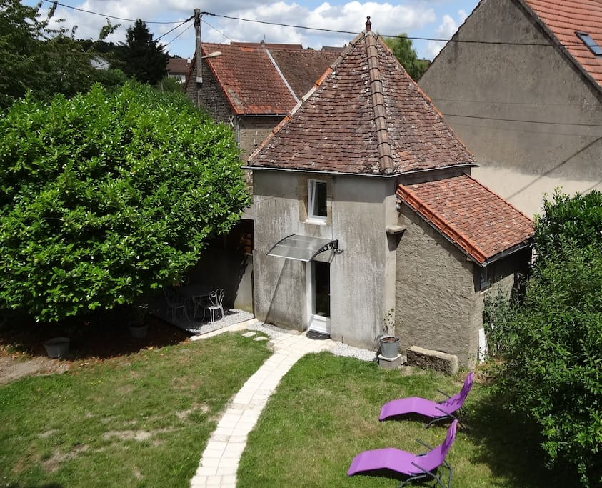 Ancien pigeonnier ind pendant avec terrasse maison d for Maison hote bourgogne