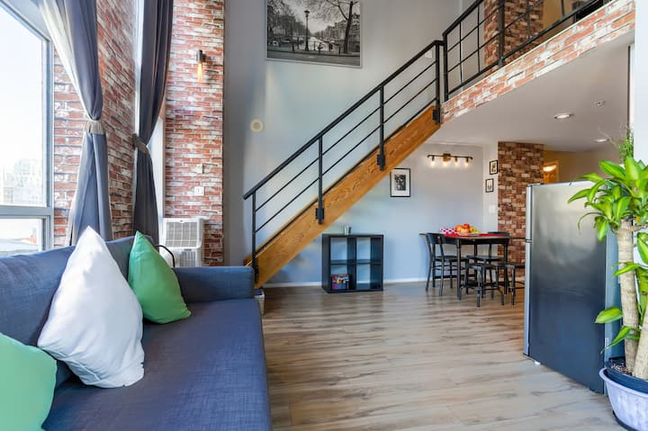 Luxury&Modern  Loft in heart Downtown