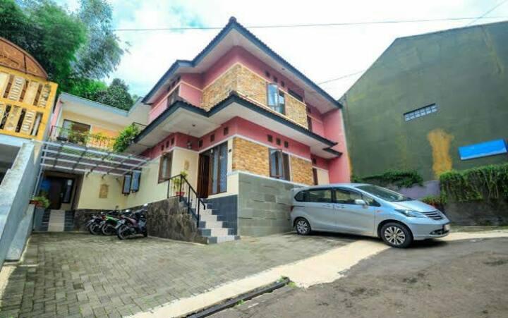 Sultan premiere ceria house