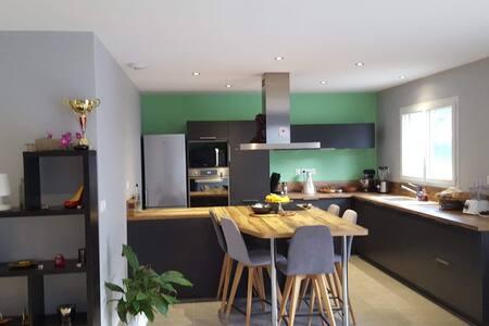 Charmante chambre dans une maison neuve