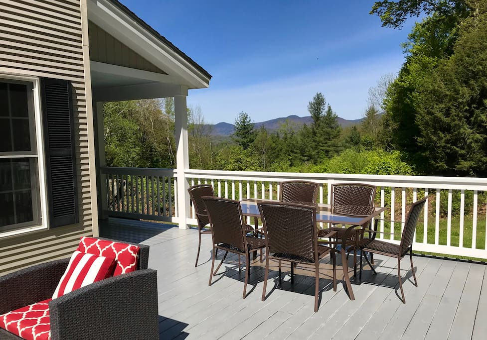 Enjoy the mountain views in this spacious home with your friends and family.