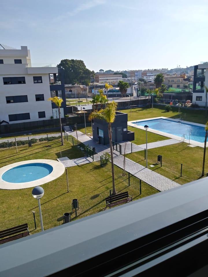 DELUXE. Playa y piscina. Zona infantil y deportes.