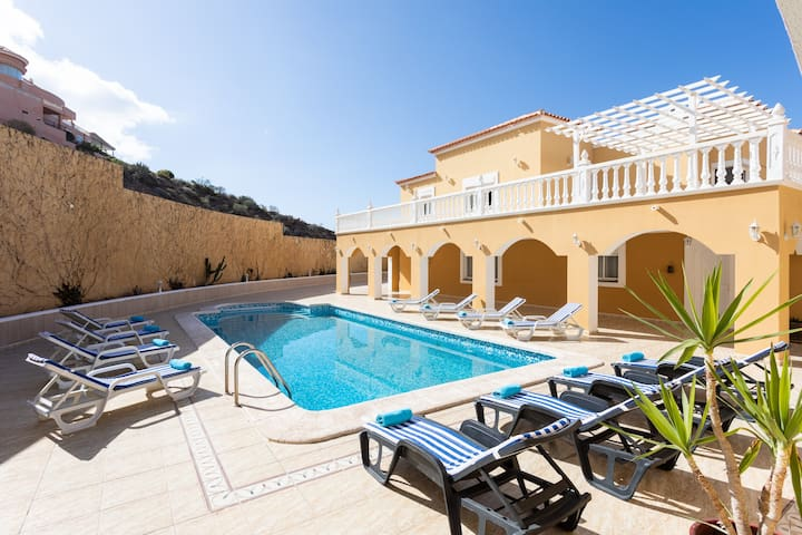 Villa with pool 5 minutes drive from the beach