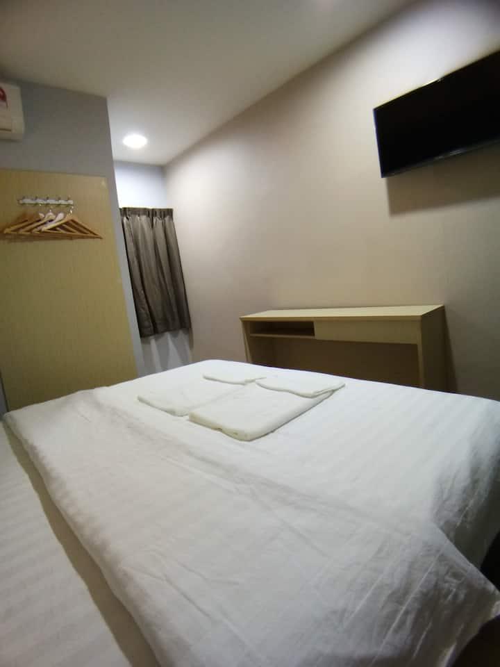 Unikarya Lodge友家客栈219温馨情侣房:带独立洗手间建议入住2大1小(距离机场5分钟)