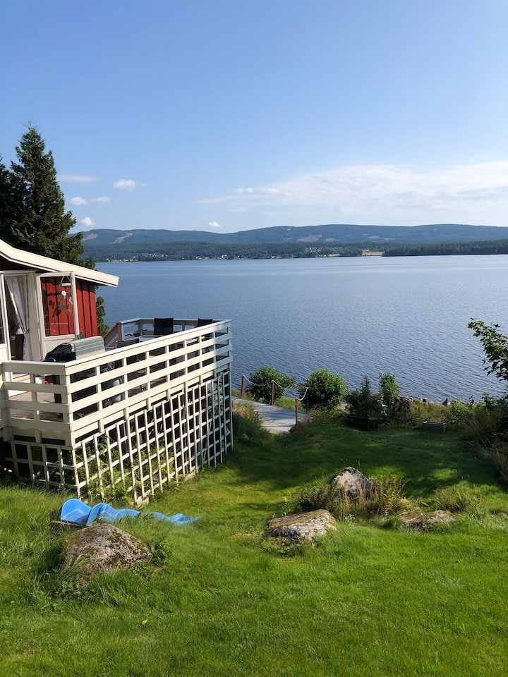 Hytte med anneks strandlinje båt og bademuligheter
