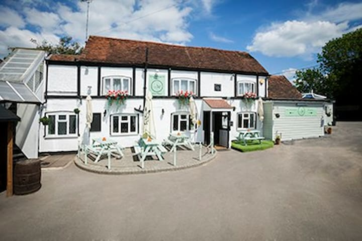 A small friendly Hotel near Luton Airport