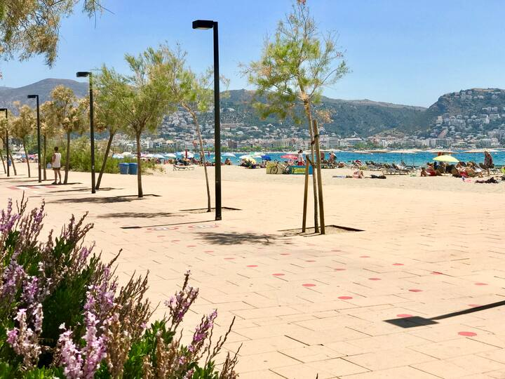 GRAND STUDIO AVEC PARKING, 50 m de la plage et mer