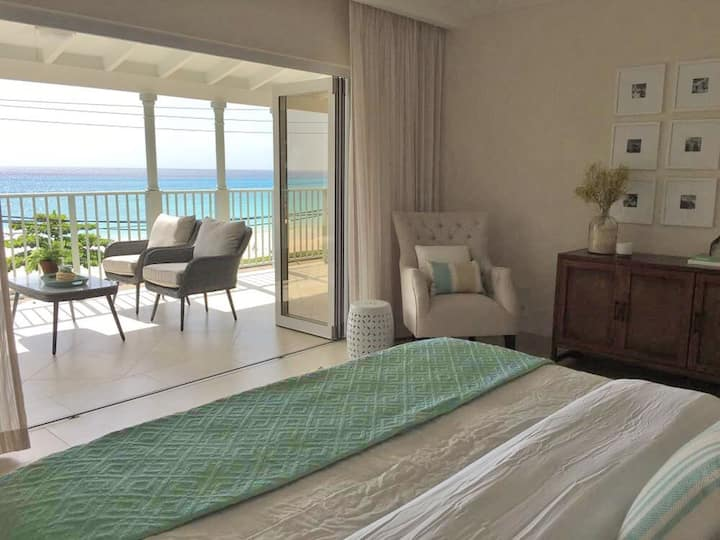 On Ocean with pool, WiFi, 5* serviced room