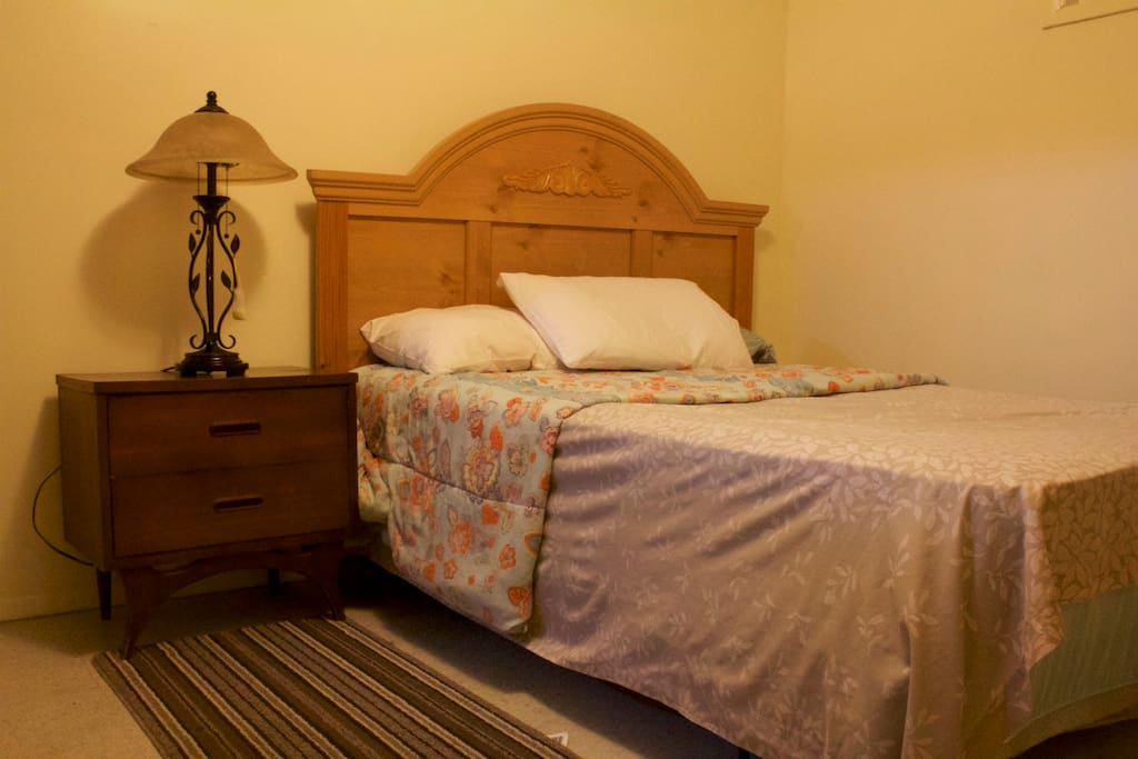 Clean, bedroom fully equipped with bedding.