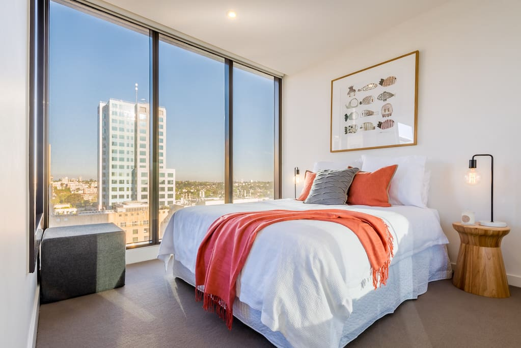 Queen size bed with high quality linen (1,000 thread count), built-in wardrobes and views over the city.