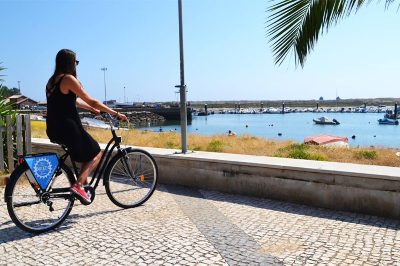 Rent with us a bike and ride the inteire village/ Aluga connosco e dai a volta a inteira vila