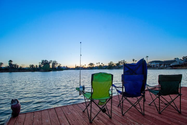 *** Charming Sunset Lake House with Dock ***