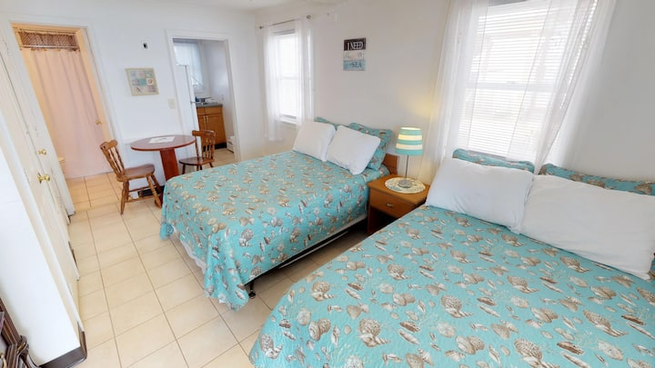 Ocean Front 1st Floor/sub-level Room! #21 Sleeps 4