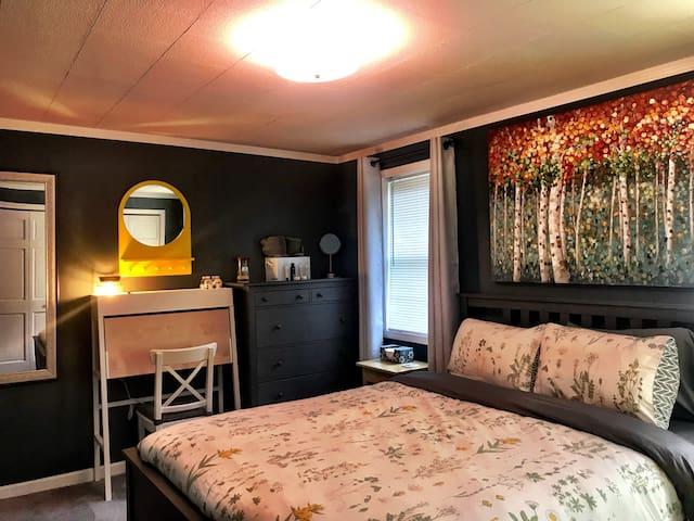 Bedroom 2, queen size bed.