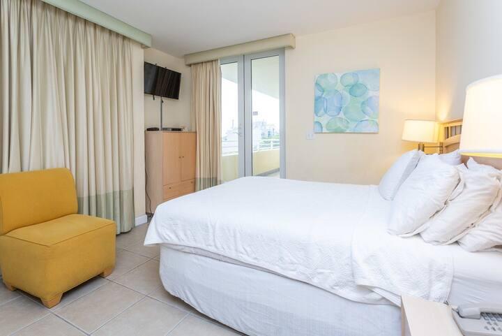 Commodore | Coconut Grove | 2,000 SqFt 2 Bedroom